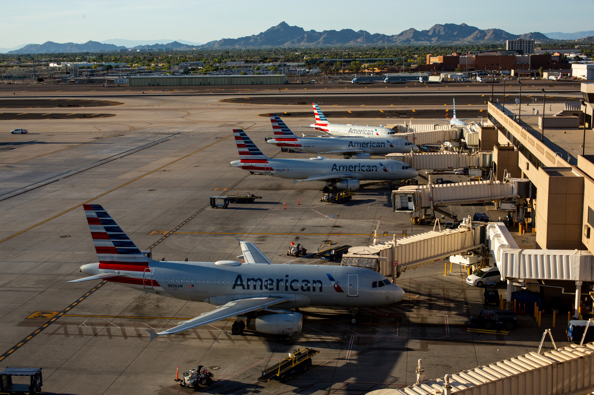 COVID-19 cases surge among American Airlines ramp employees at Sky Harbor
